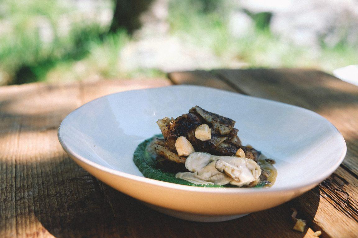 Testaroli, pesto di borragine, ostrica e la sua salsa affumicata, mandorle